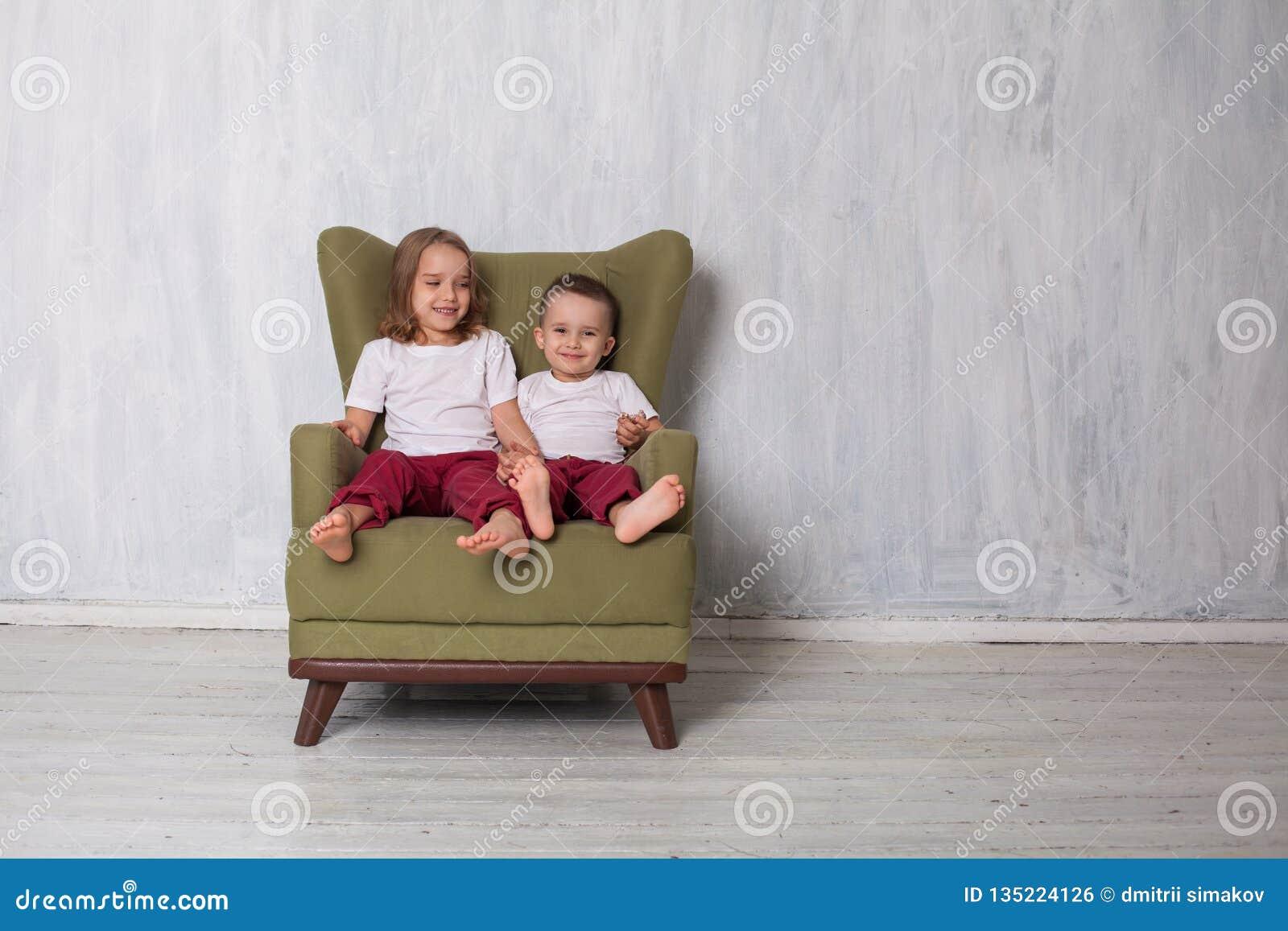 Bruder Schwester Die Couch
