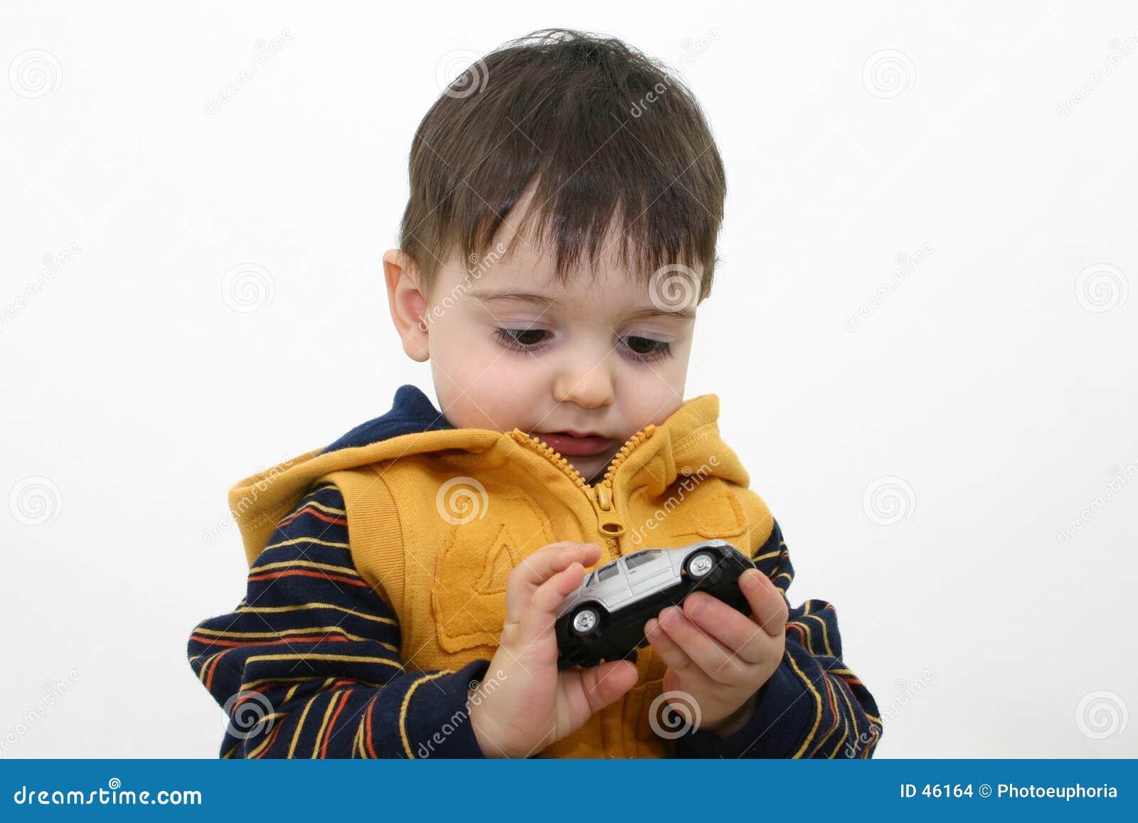 Jungen-Kind in der Fall-Kleidung