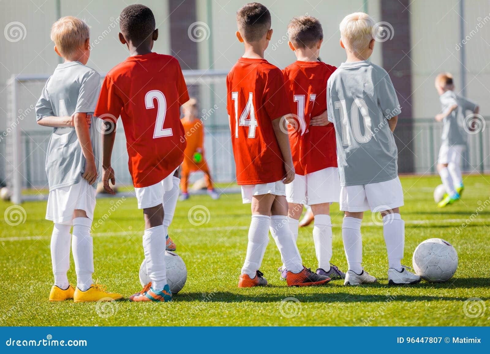 Jungen Spiel Fussball Trainings Match Kindersport Team
