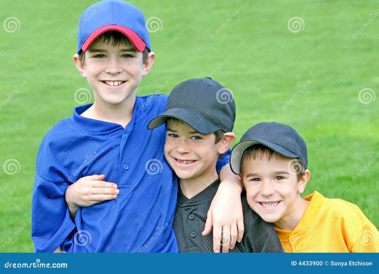 Jungen am Spiel-Tag