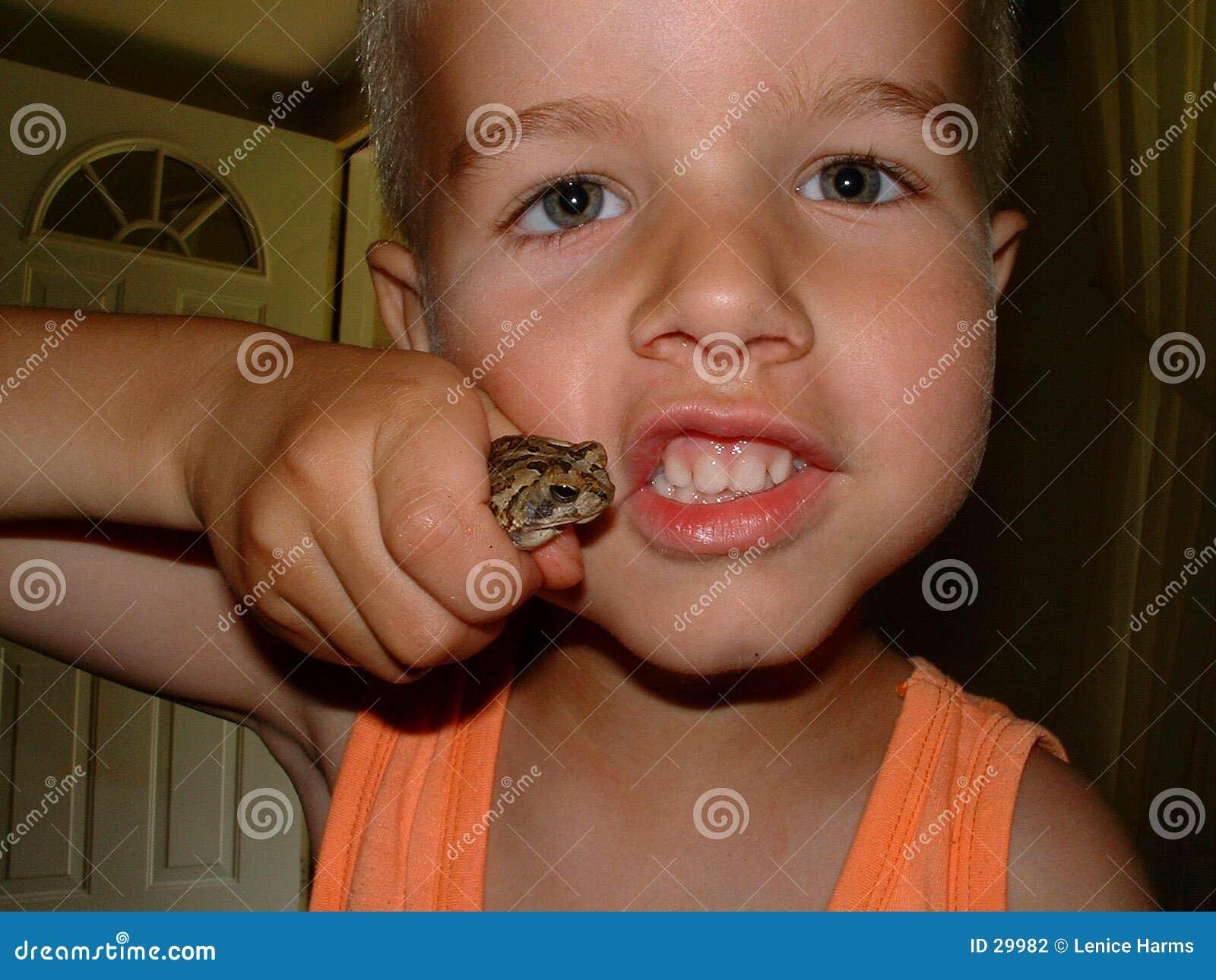 Jungen und gruselige crawlies