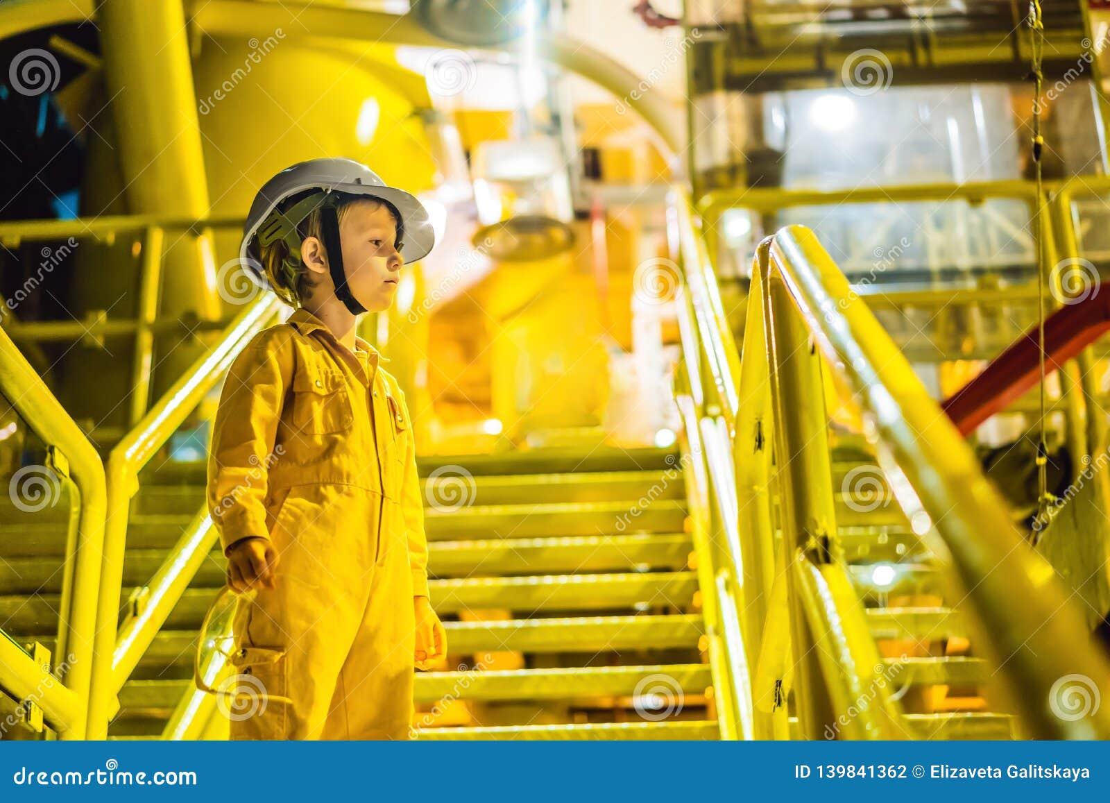 Jungenbetreiber-Aufnahmeoperation des Öl- und Gasprozesses am Öl und Anlagenanlage, Offshoreöl und Gasindustrie, in Küstennähe