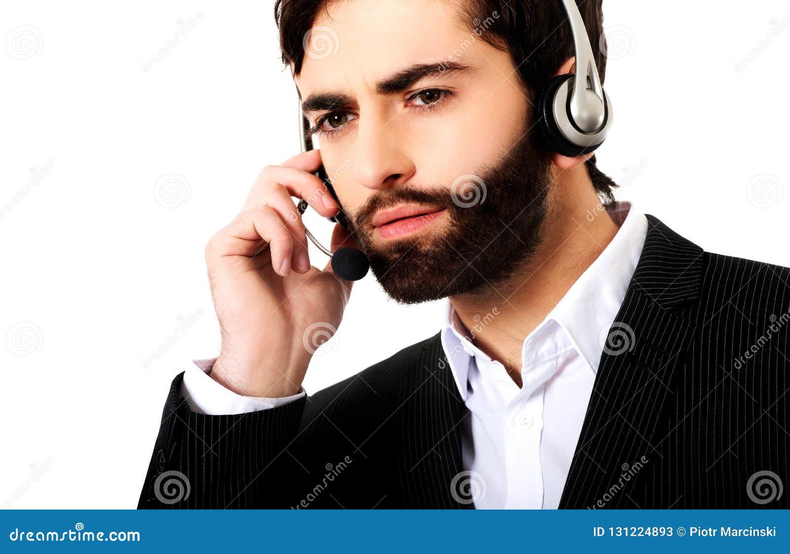 Junger Call-Center-Mann, Der Mit Kunden Spricht Stockbild
