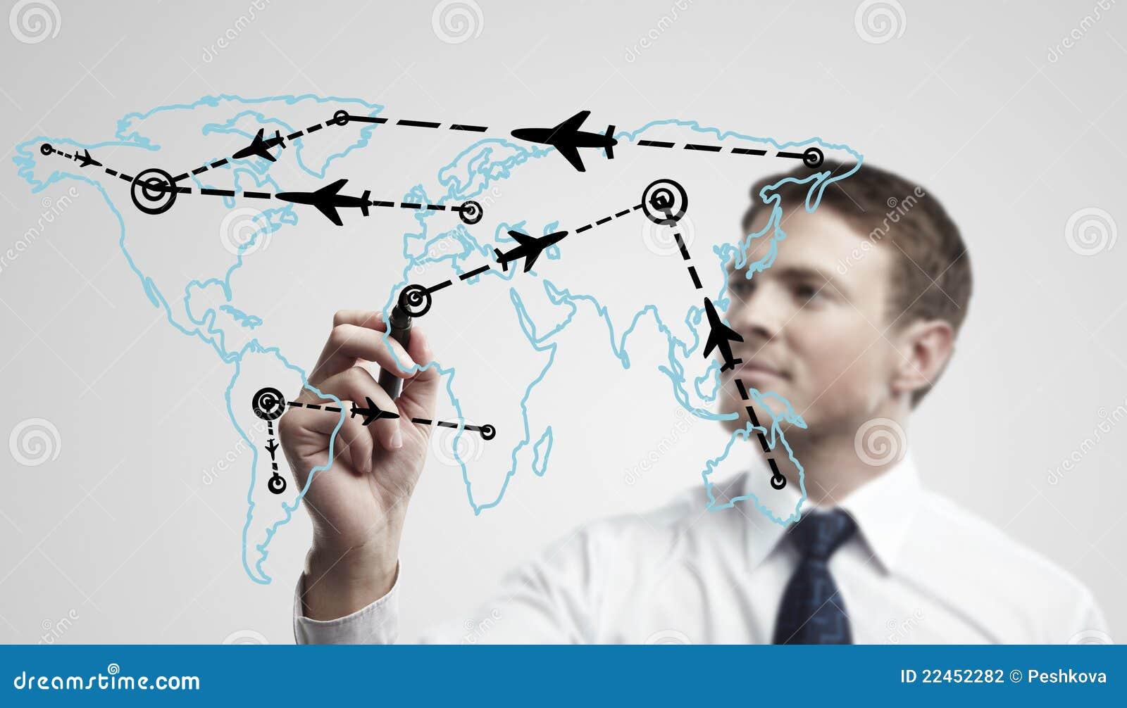 Junger Geschäftsmann zeichnende Wege eines Flugzeuges