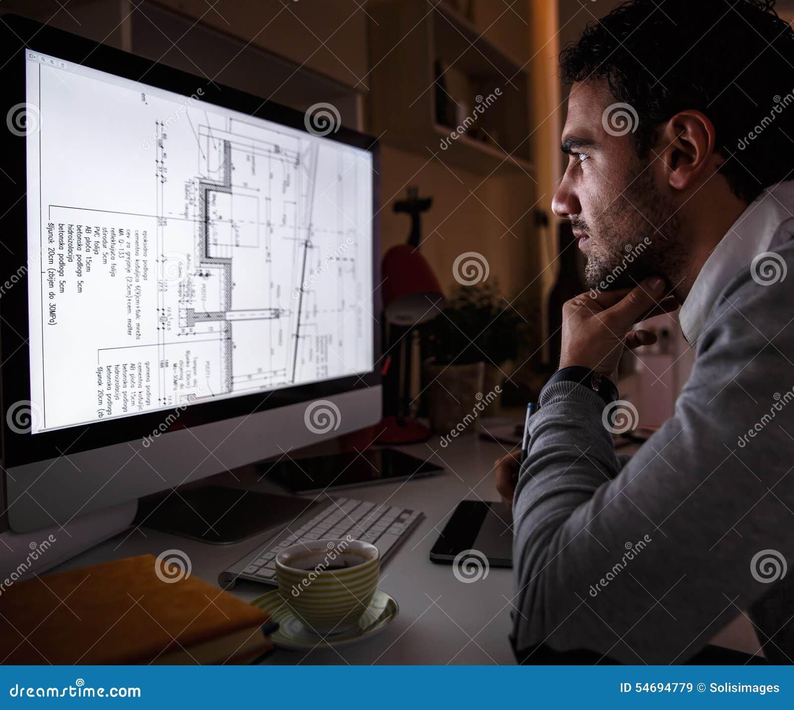 Junger männlicher Programmierer