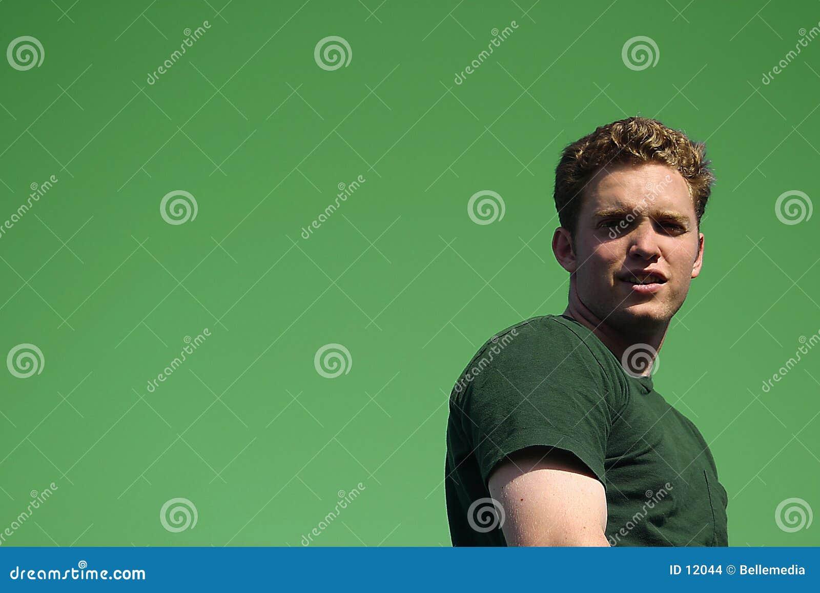 Junger Mann, der ein Kursteilnehmer ist