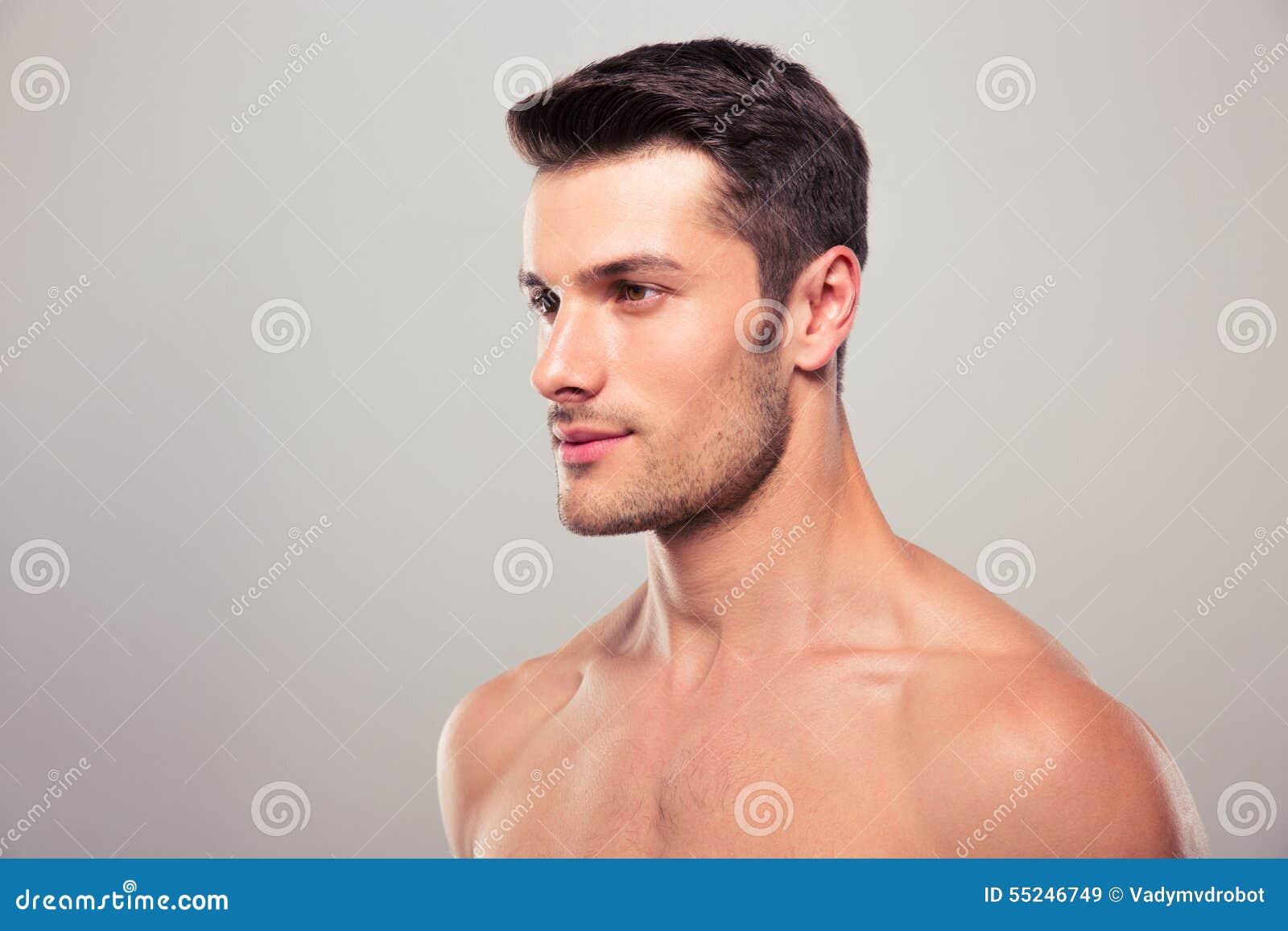 Mann schaut weg flirt