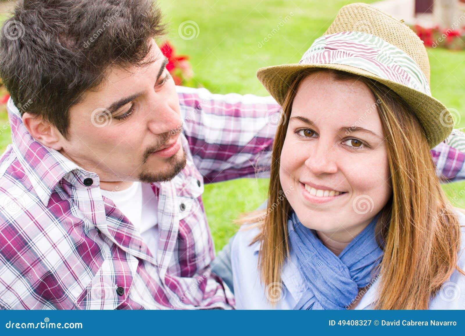 Download Junger Mann und junge Frau stockbild. Bild von romantisch - 49408327
