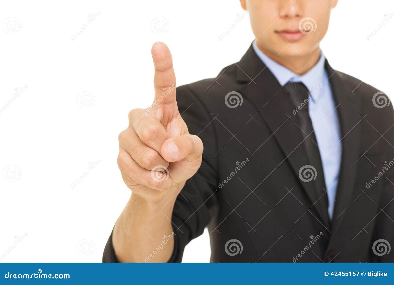 Junger Mischrassegeschäftsmann, der mit dem Zeigefinger zeigt