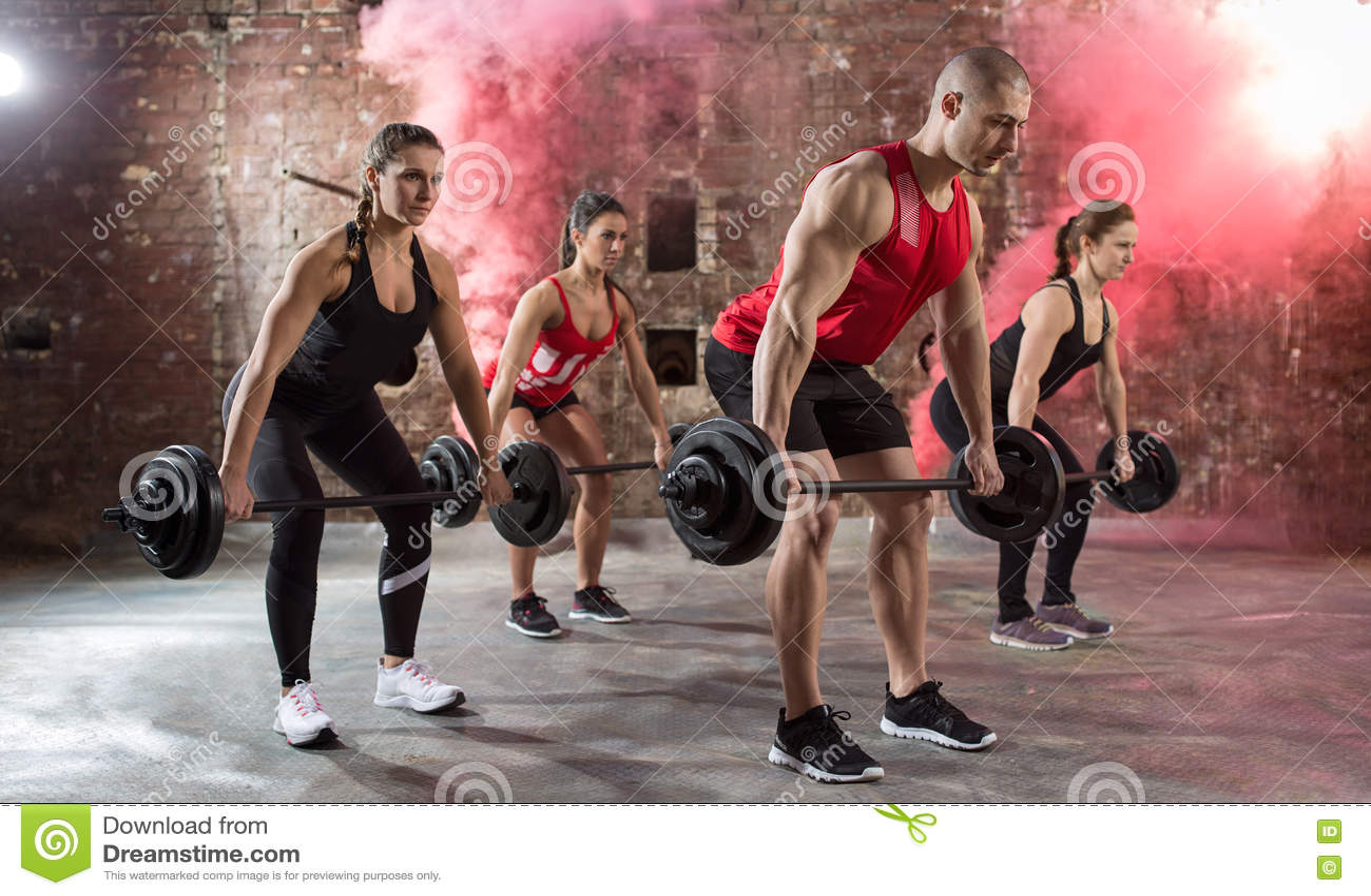Junger muskulöser Bodybuildertrainingstorso