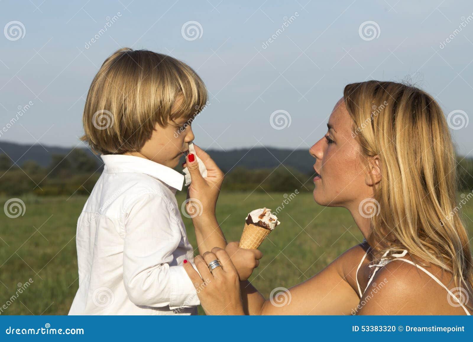 Orgie Mit Seiner Mutter