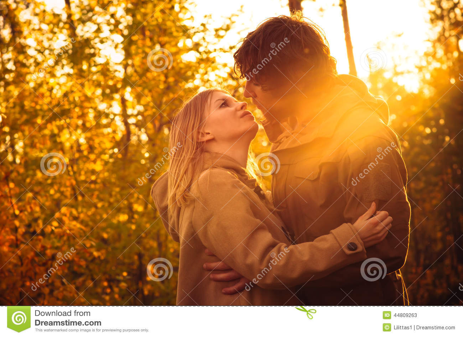 Küssen, während der Datierung christian