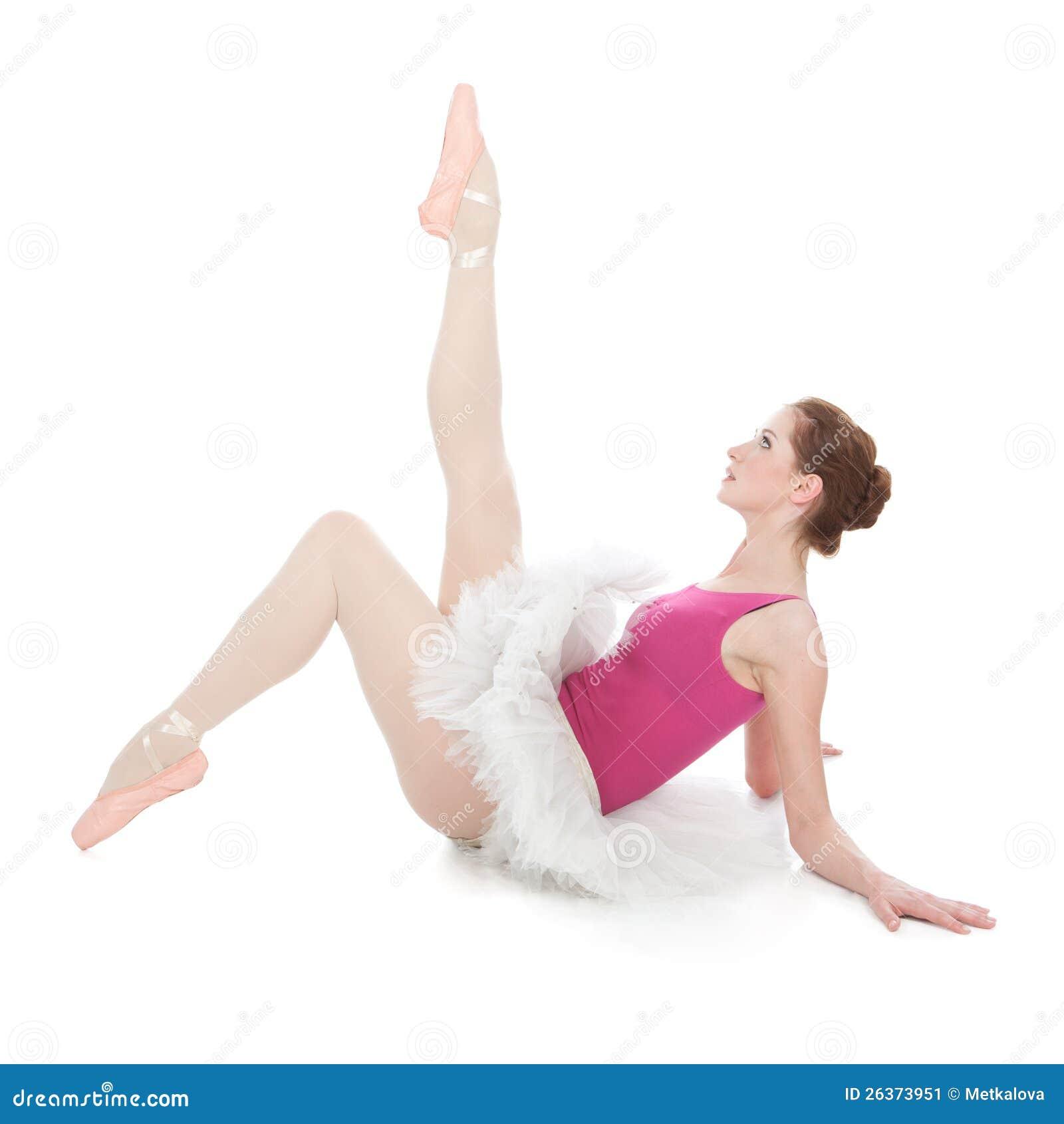 Junger schöner Tänzer, der auf einem Studio aufwirft