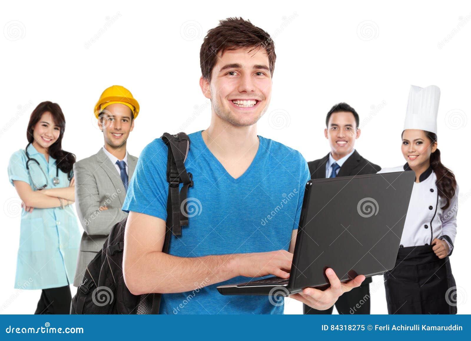 Junger Student vor Leuten in der unterschiedlichen Art des Berufs