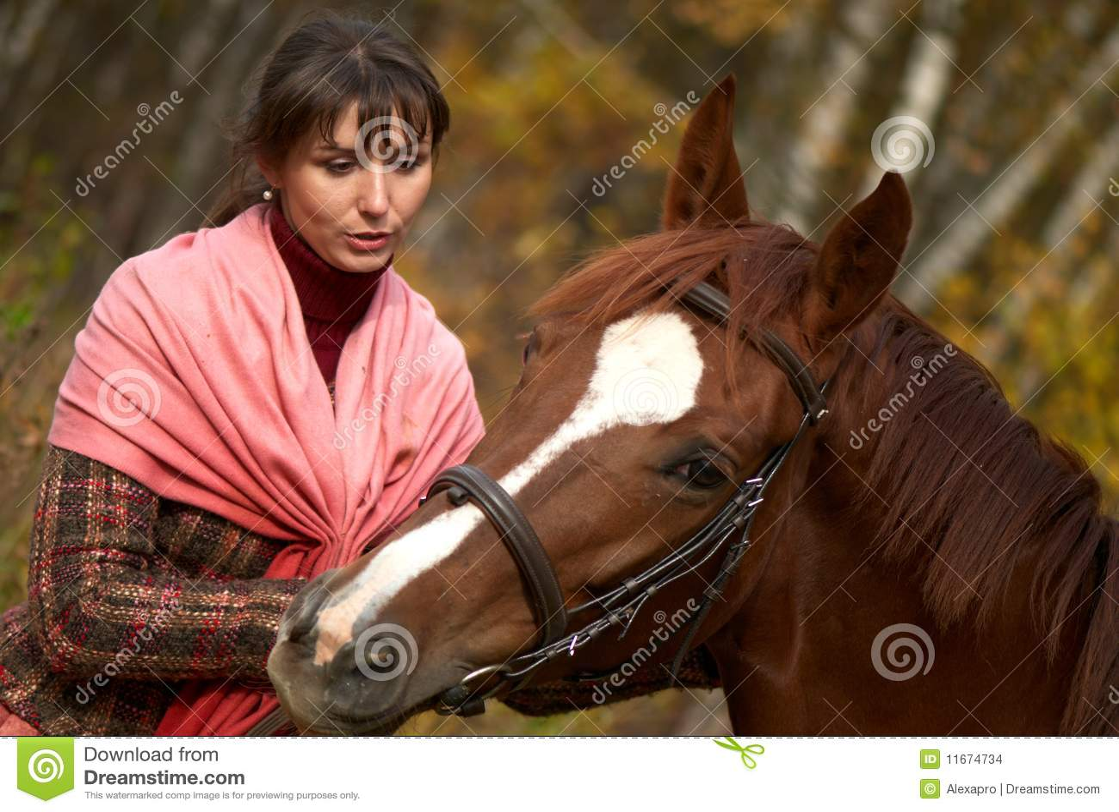 Junges Mädchen und ihr Pferd