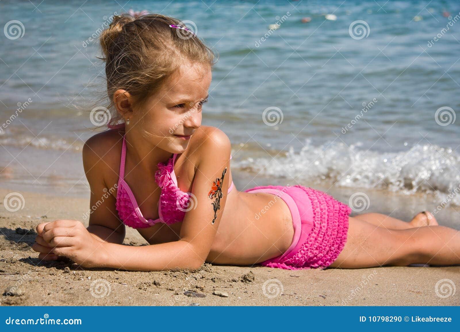Girls Am Strand