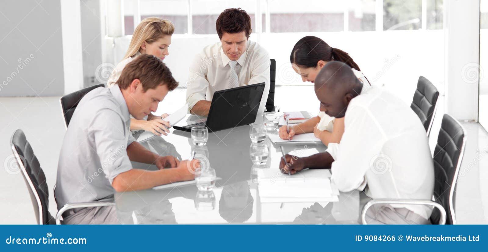 Junges multi Culutre Geschäfts-Team
