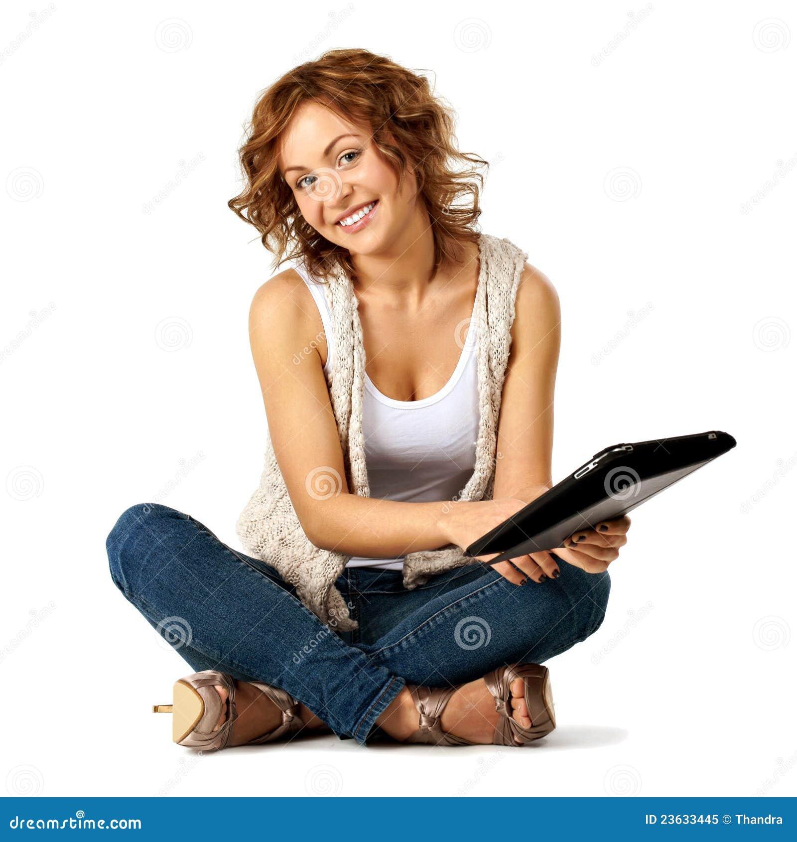 Junges Schönheitskursteilnehmermädchen mit Tablette