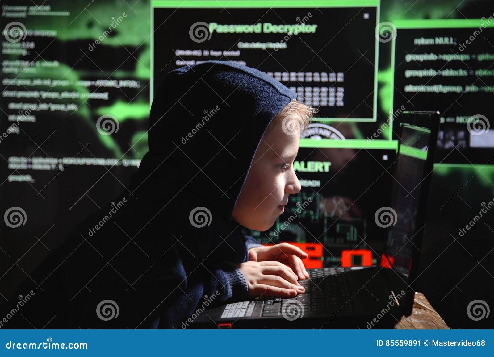 Junges Schülerwunder - ein Hacker Begabter Student nimmt am Banksystem teil