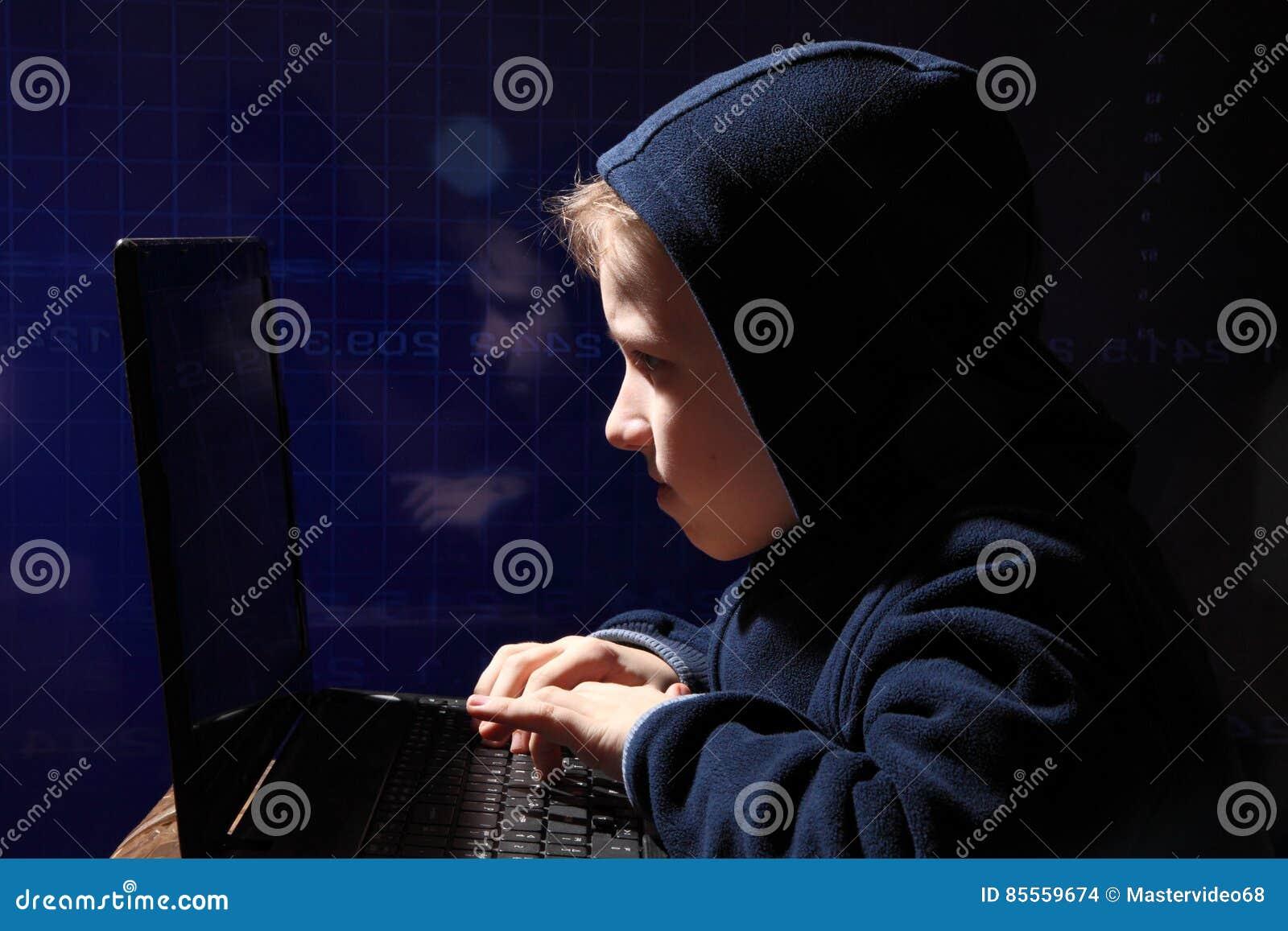 Junges Schülerwunder - ein Hacker Hacker bei der Arbeit