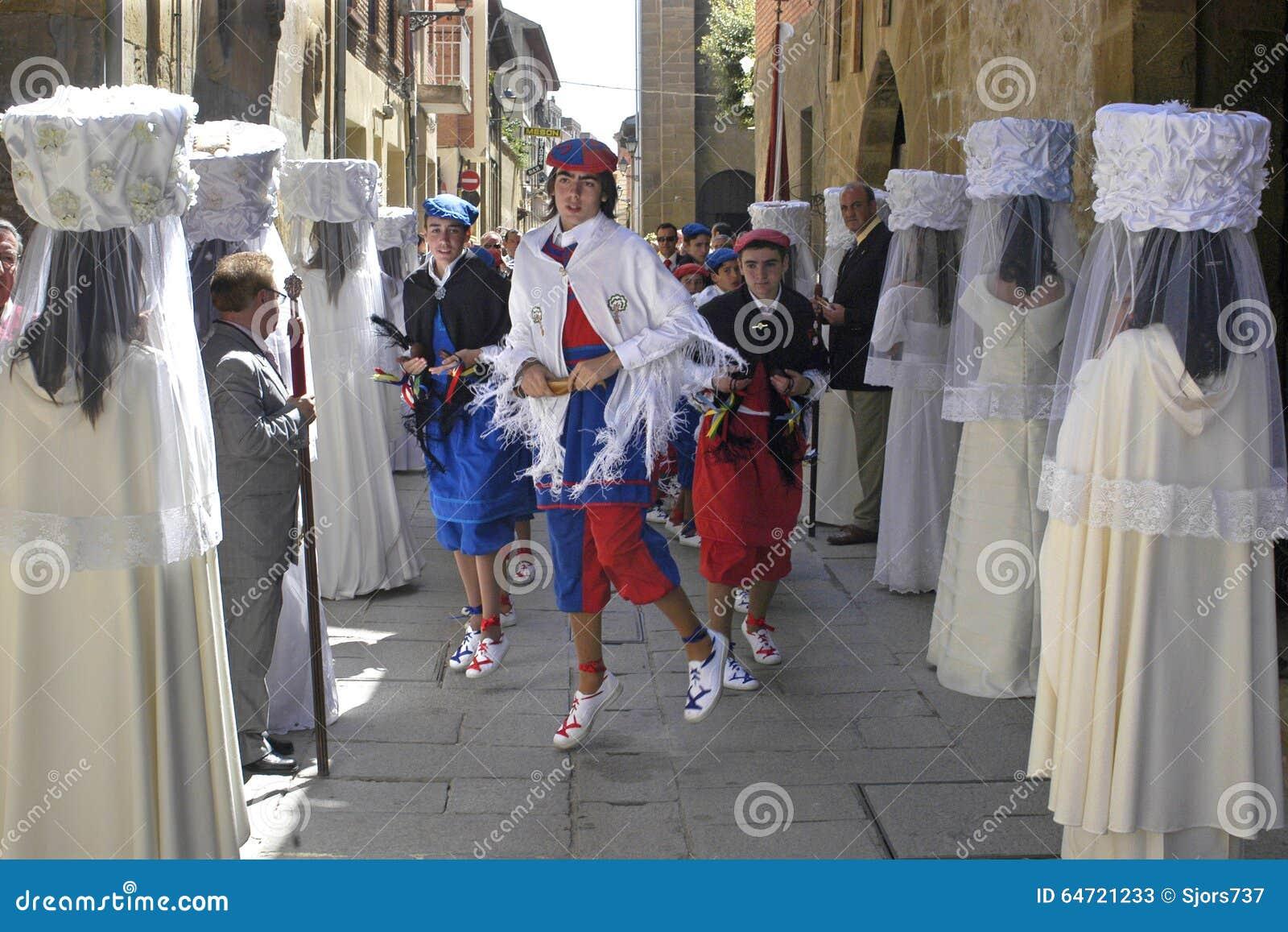 Jungfruliga kör- och danspojkar i processionen, Spanien