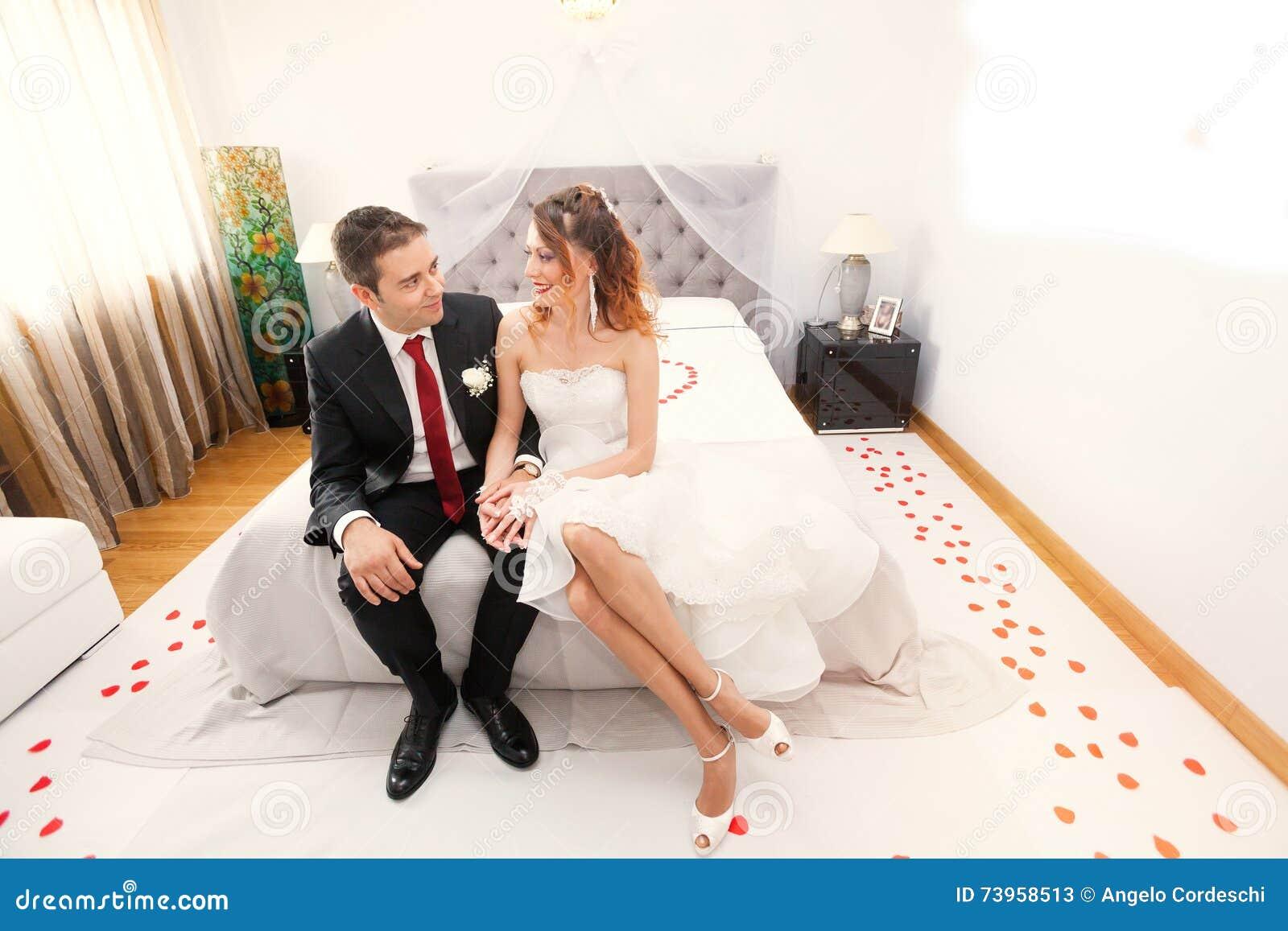 Jungvermählten im Schlafzimmer lieben