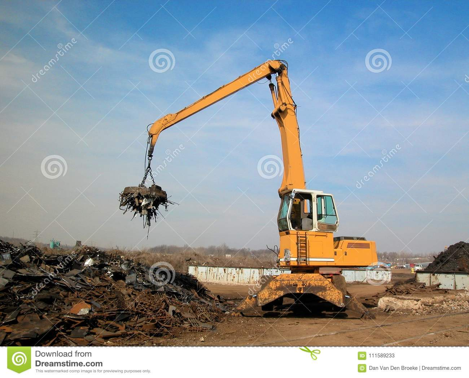 Junkyard crane with maginet