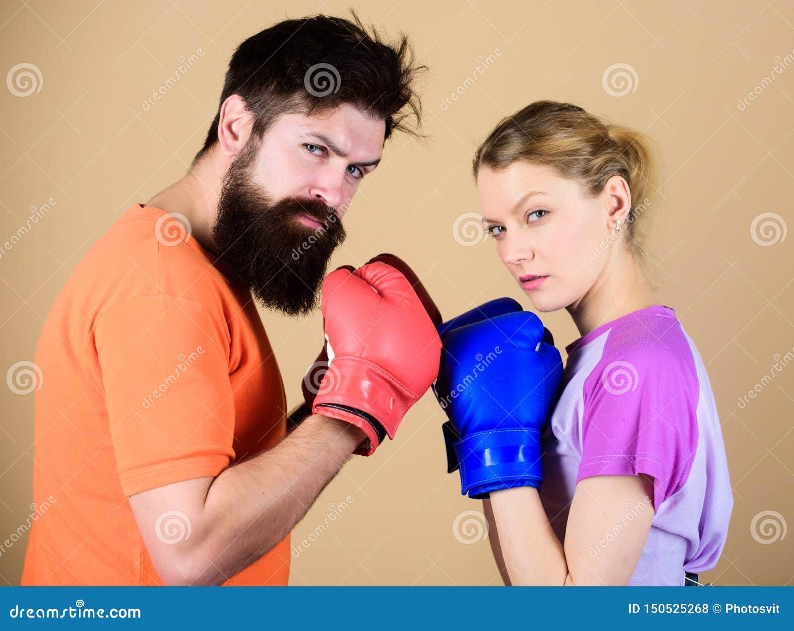 Junte el encajonamiento practicante de la muchacha y del inconformista Deporte para todo el mundo Club de encajonamiento aficiona