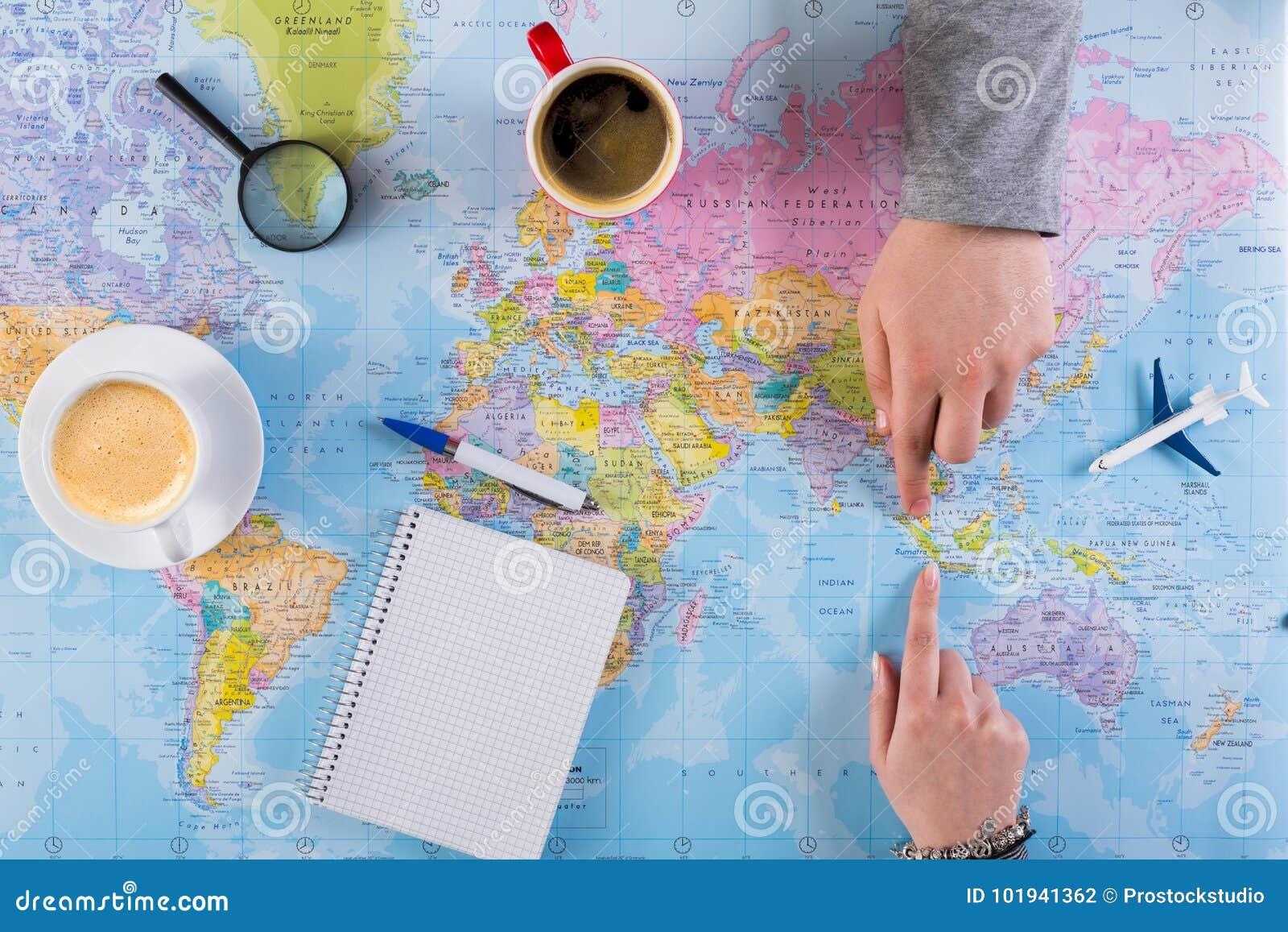 Junte el viaje del planeamiento a Indonesia, punto en mapa