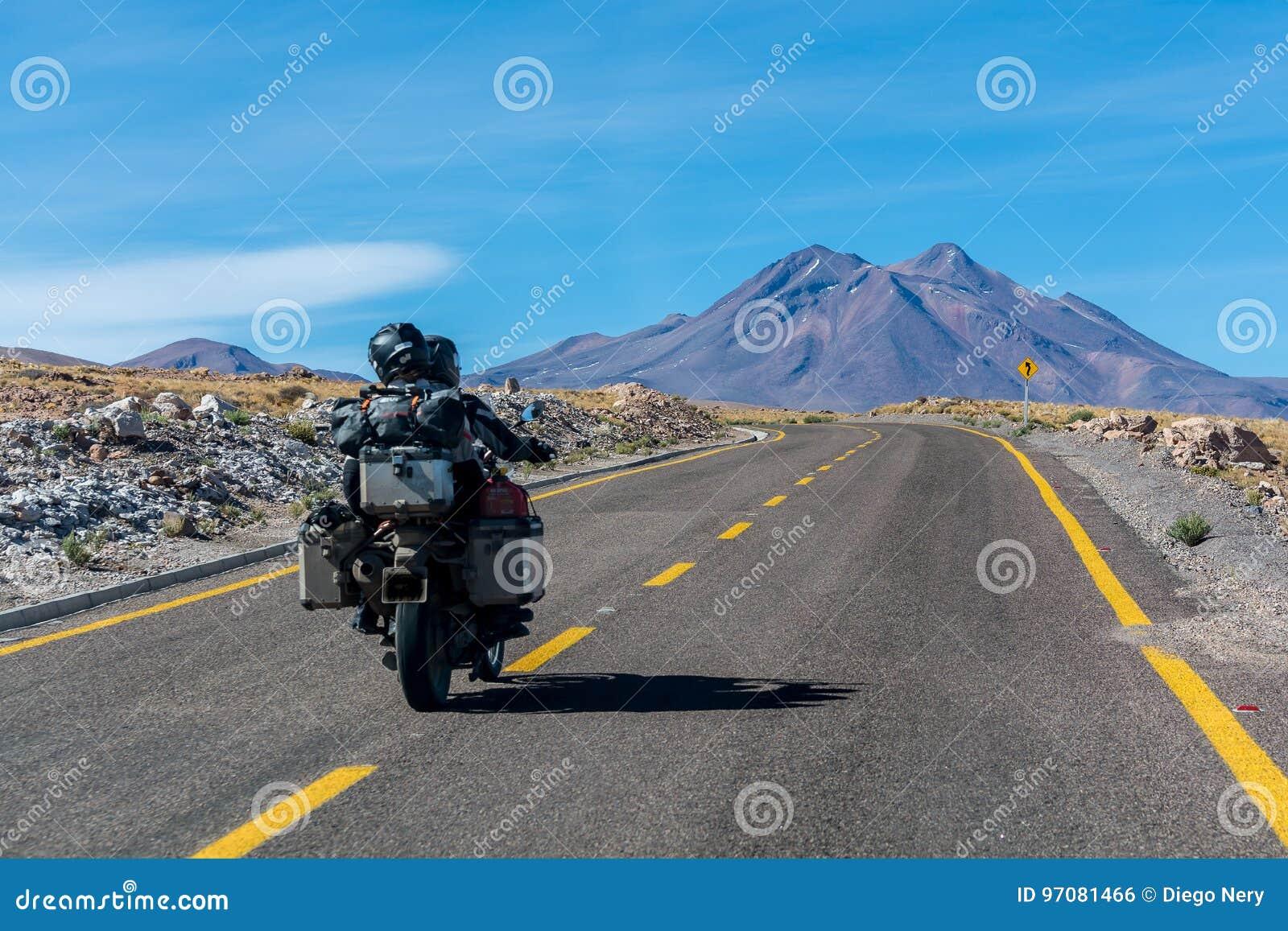 Junte la conducción en el desierto de Atacama, centro de en ninguna parte