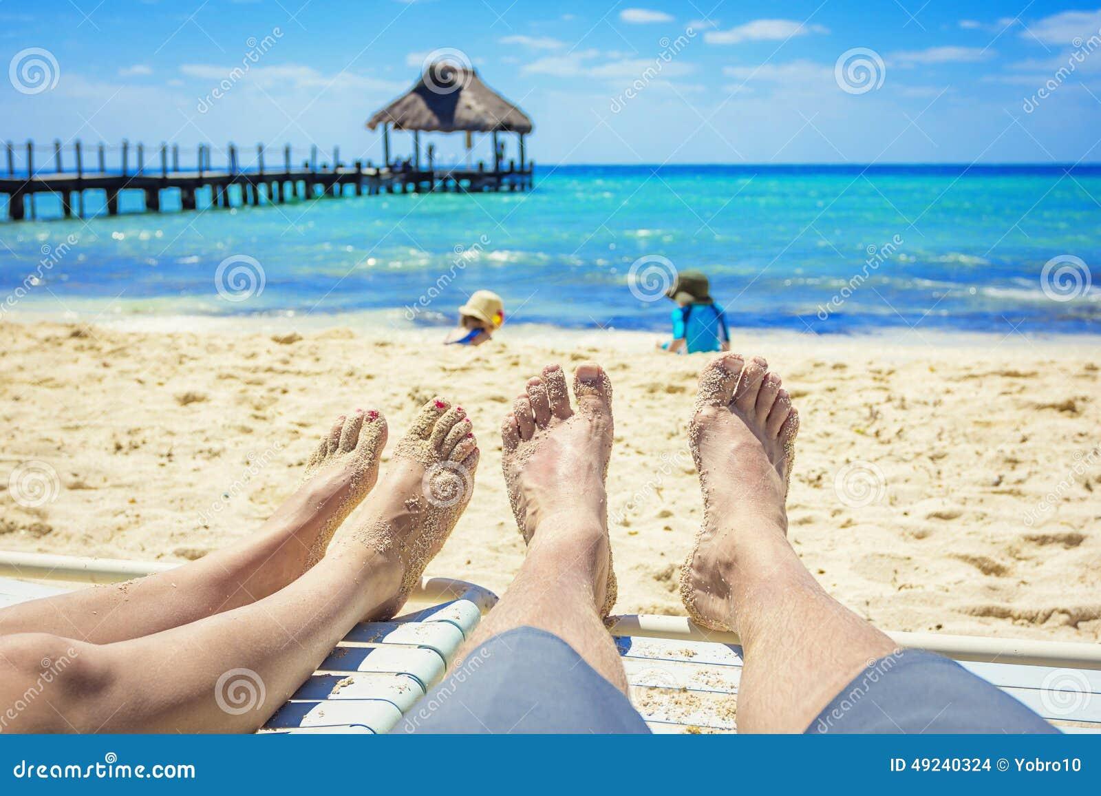 Par jugar en la playa nudista