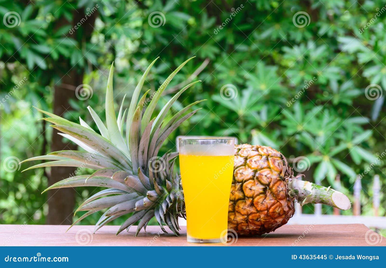 jus d 39 ananas en verre avec des fruits frais photo stock image 43635445. Black Bedroom Furniture Sets. Home Design Ideas