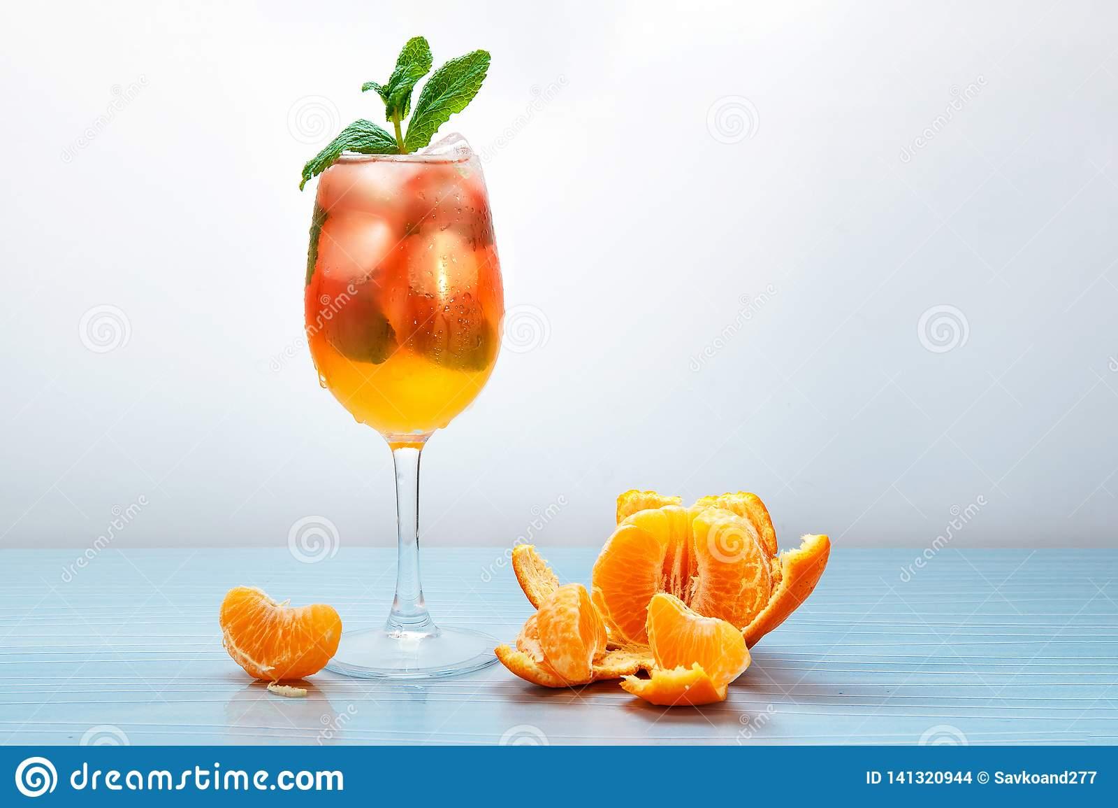 Jus frais de mandarine avec de la glace