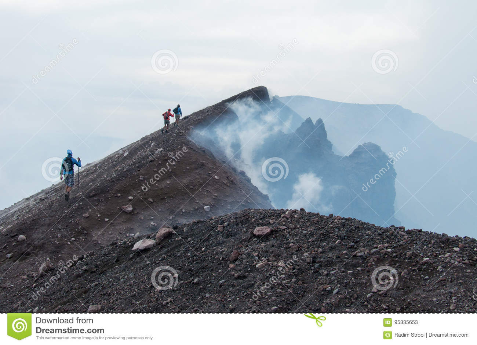 Jusqu au dessus du volcan de l Etna