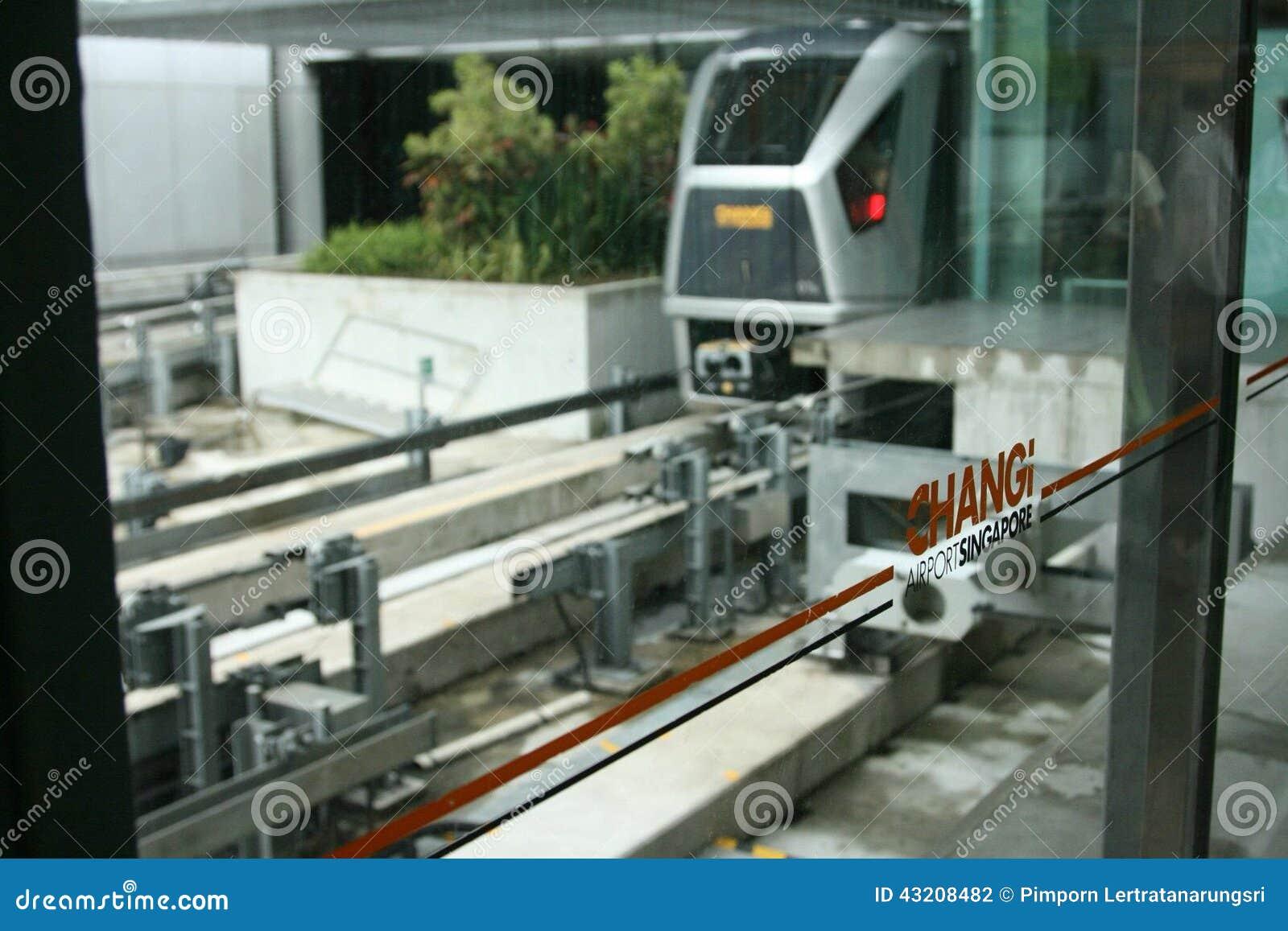 Download Just Nu Hade Flygplatsen Tre Fungerande Terminaler Arkivfoto - Bild av singapore, askfat: 43208482