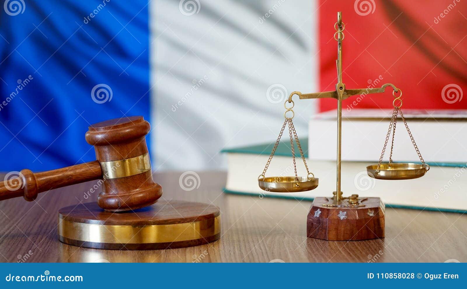 Justice pour des lois de Frances dans la cour française