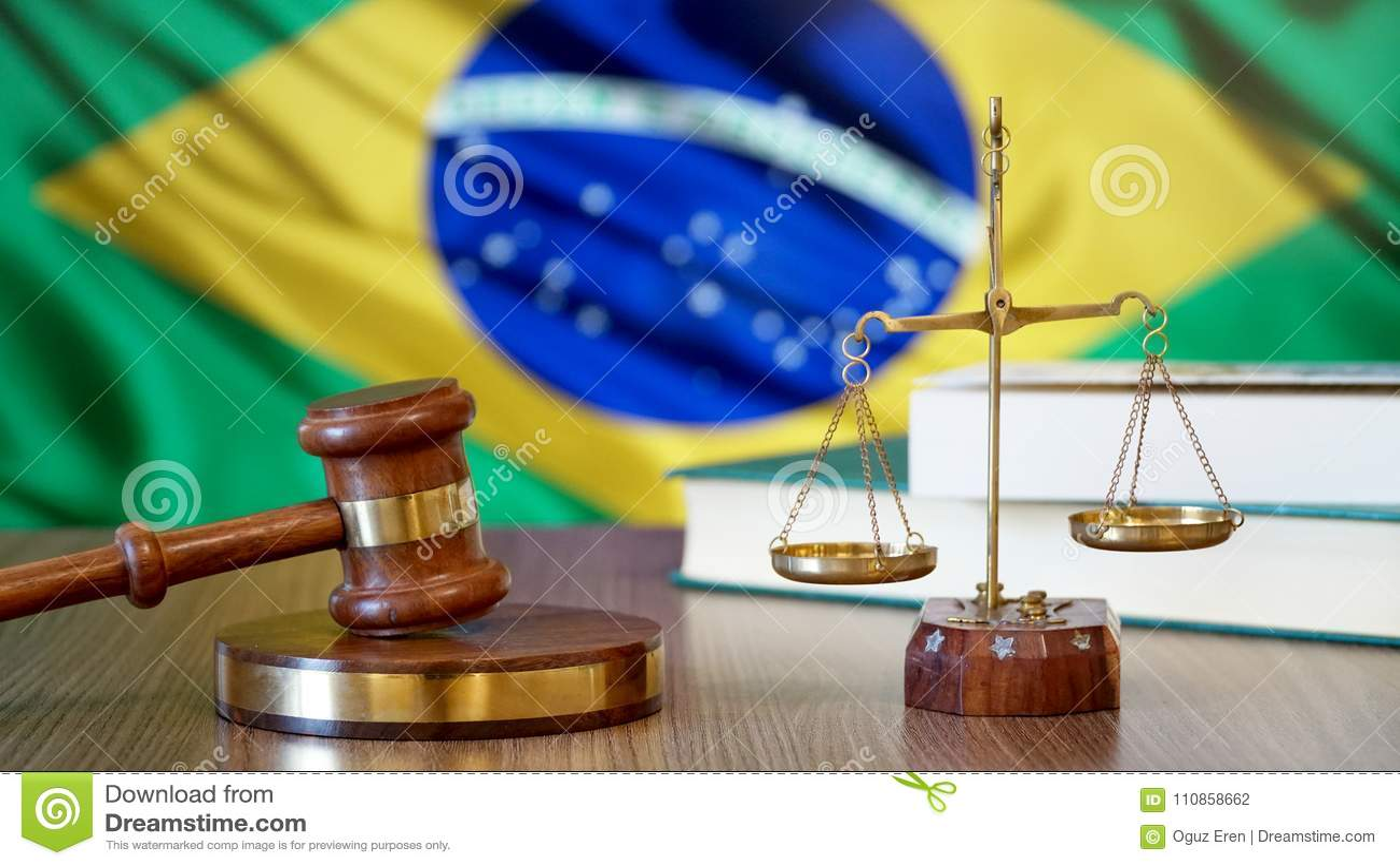 Justice pour des lois du Brésil dans la cour brésilienne