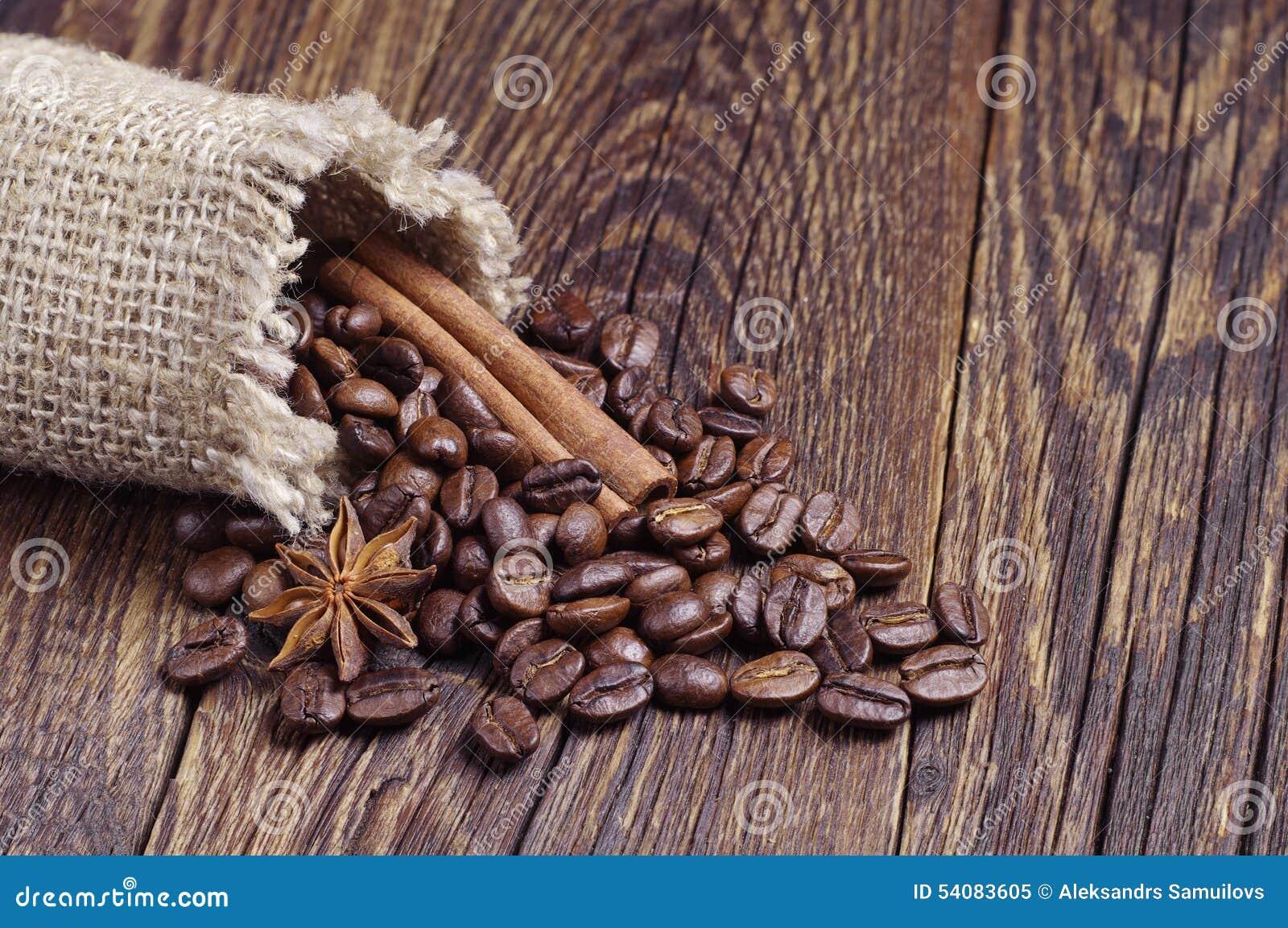 Jutezak met koffiebonen