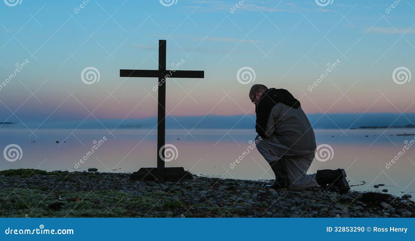 Jutrzenkowy modlenie mężczyzna