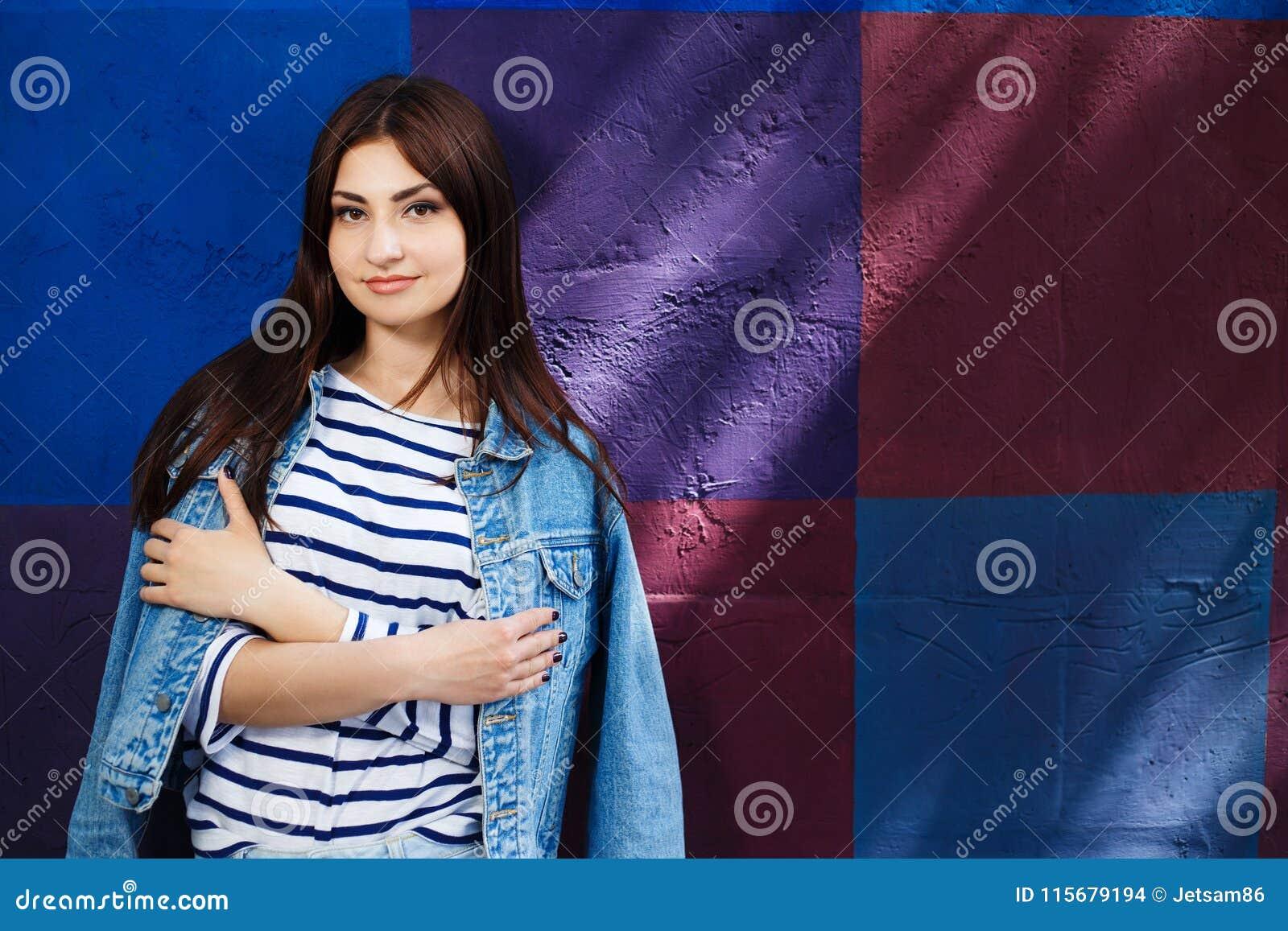 Juventud Estilo De La Ciudad Moda De Las Mujeres Prendas
