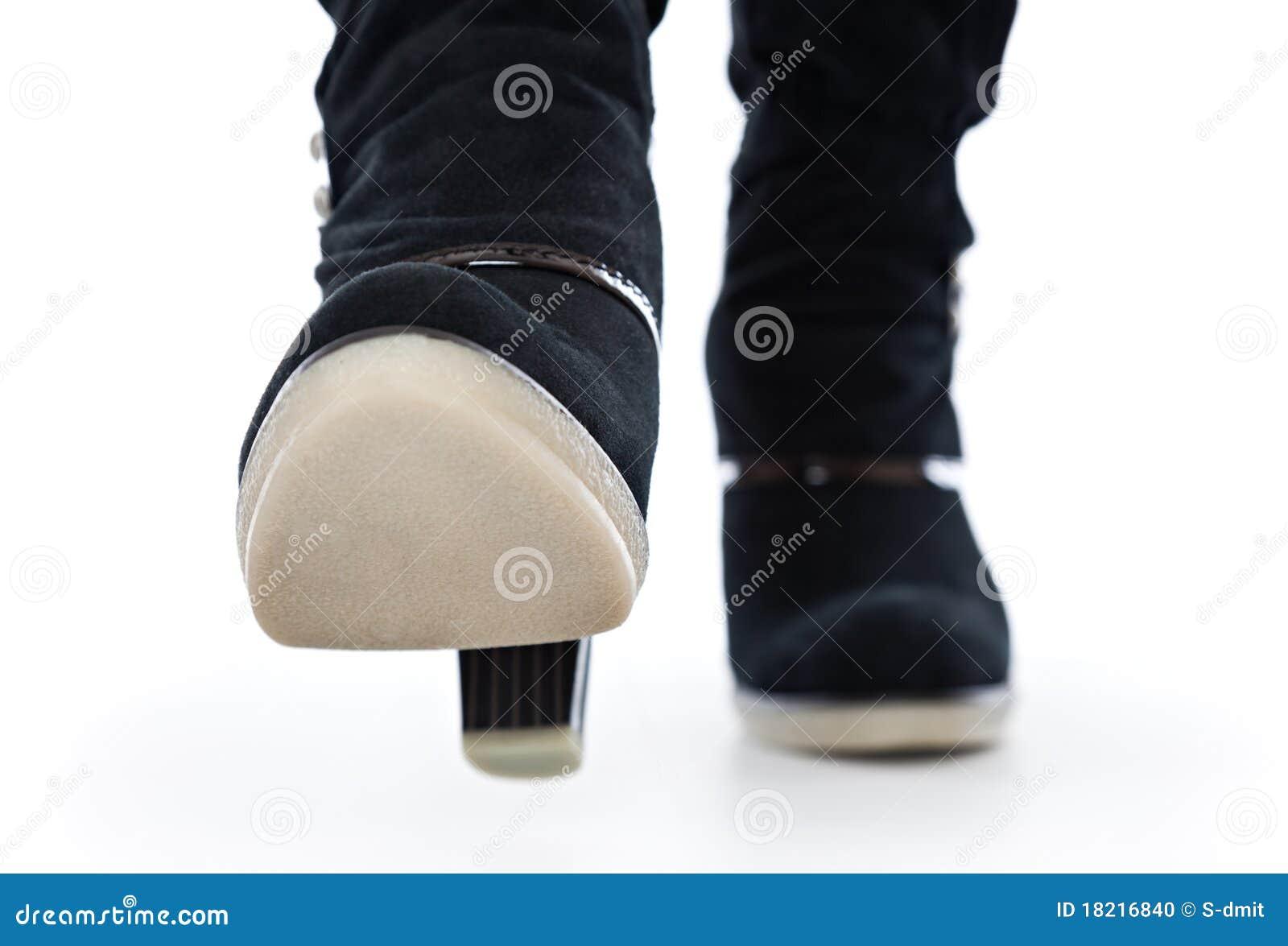 Kängor stänger upp höga ben för kvinnlign
