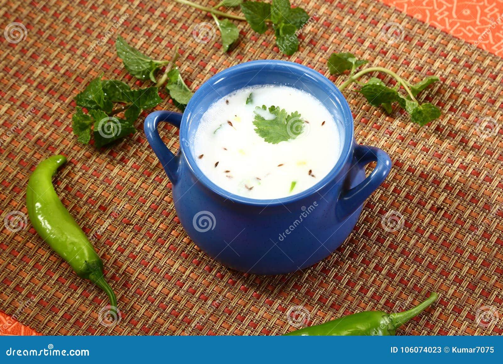 Kärnmjölk eller Punjabi Lassi, indisk drink