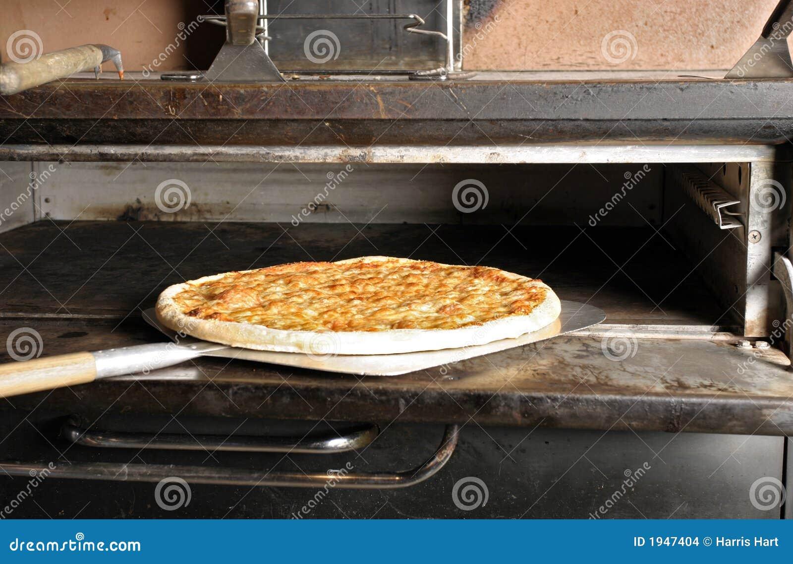 Käse-Pizza vom Ofen