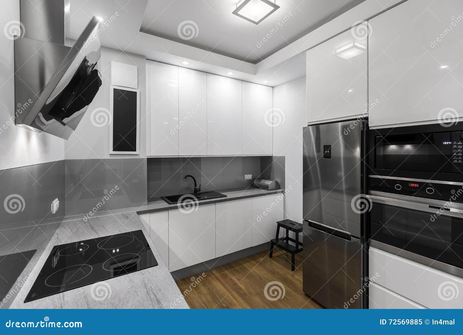 Kök i vit