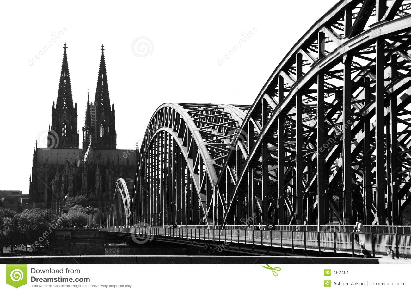 Stockbild: köln-brücke und kathedrale (b&;w)