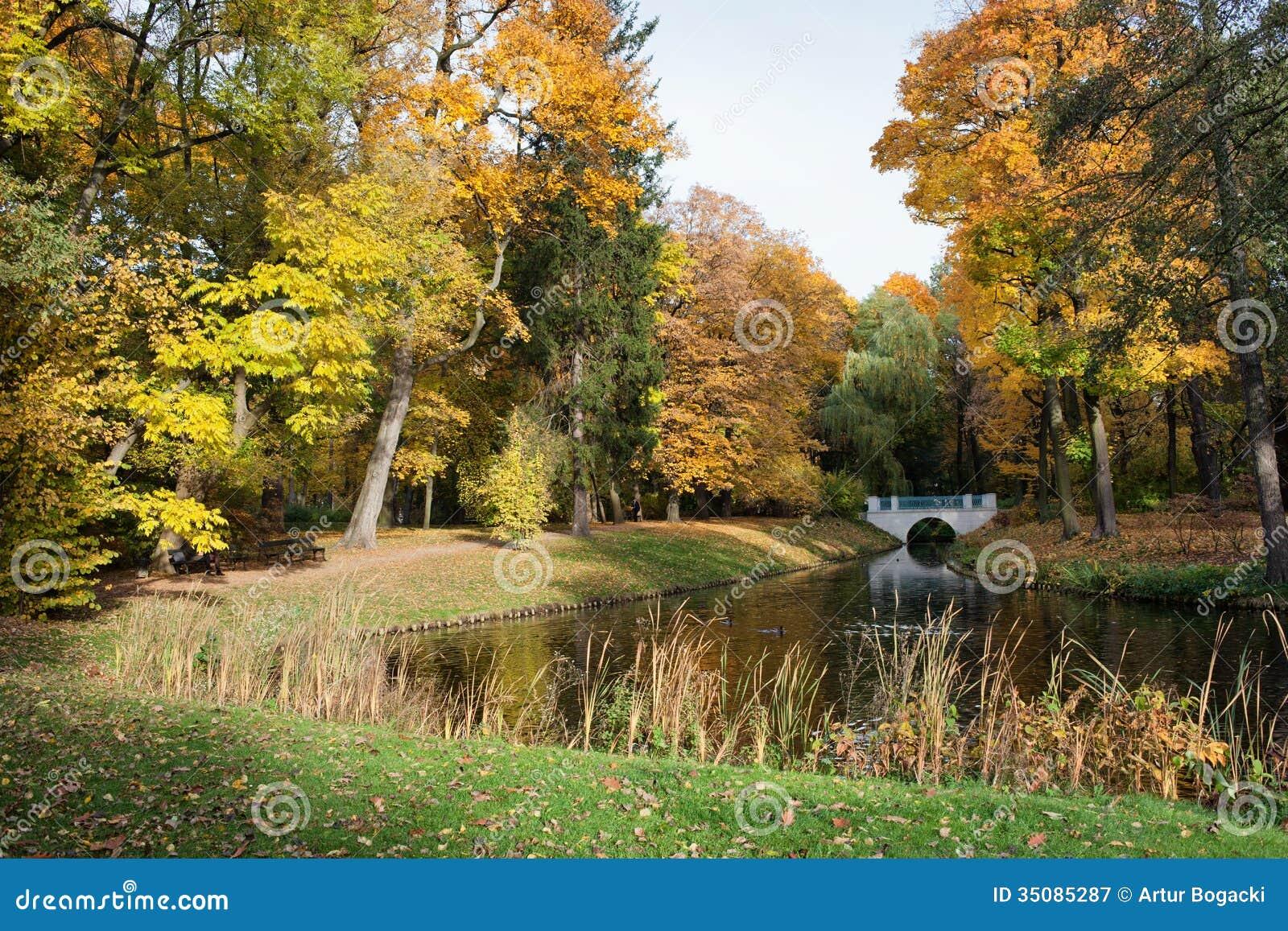 Königlicher Lazienki Park In Warschau Stockbild Bild Von Bunt