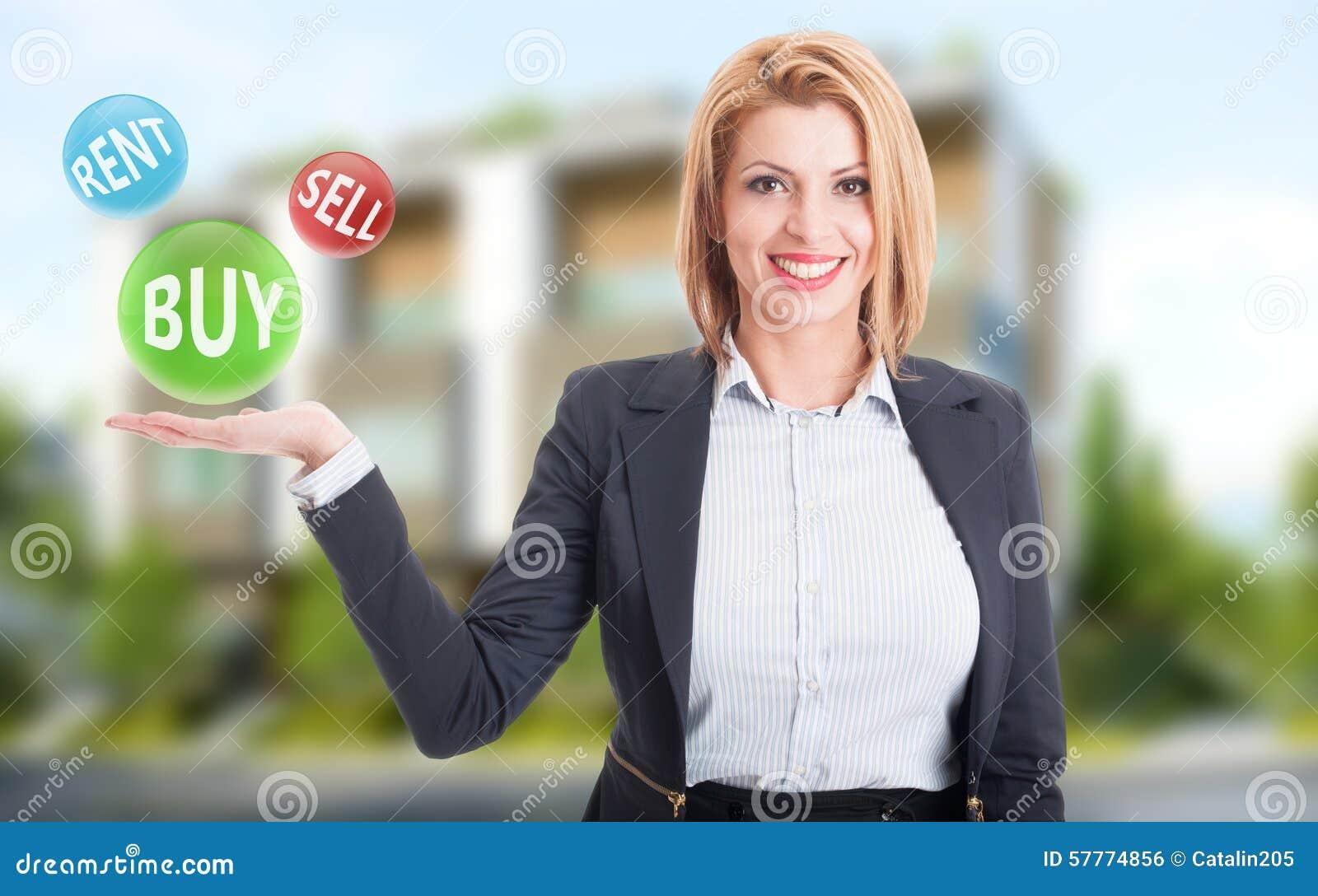 Köp för kvinnafastighetsmäklareinnehav, försäljning och hyraerbjudanden