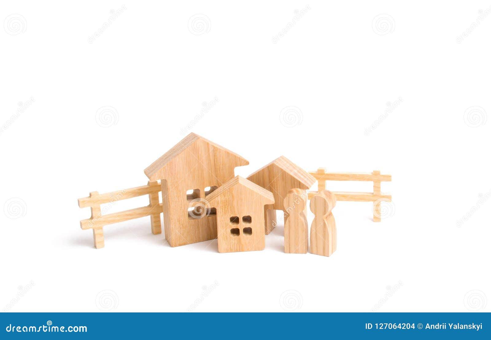 Köp och försäljning av fastigheten, investering Konstruktion av lantgårdar av industriella komplex Trähus och folk