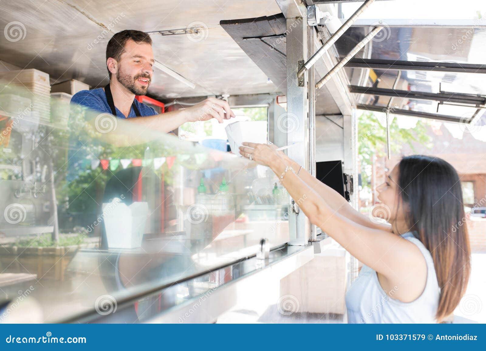 Köpandemat i en matlastbil