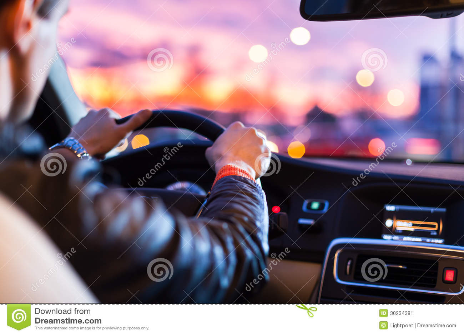 Körning av en bil på natten